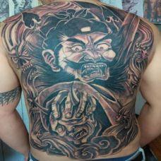 纹身男满背霸气钟馗纹身图案