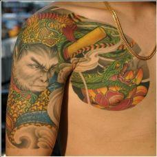 男性肩部艺术彩绘斗战胜佛半甲纹身图片
