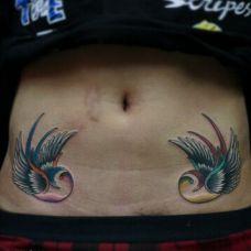 对称彩绘腹部纹身