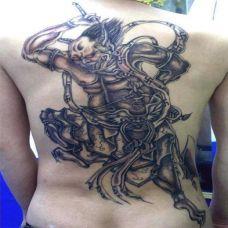 男子满背夜叉纹身图案