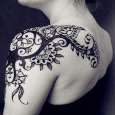经典个性肩部图腾纹身