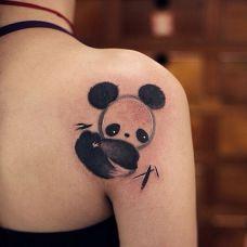 国宝之萌,披肩水墨卡通熊猫纹身