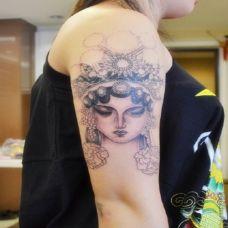 手臂古典花旦纹身图案
