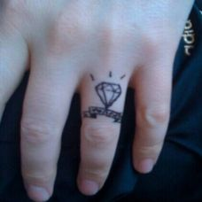 手指24K钻石纹身图案