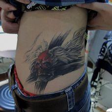 男士腹部个性纹身图片