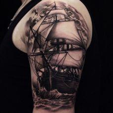 乘风破浪,手臂细腻的帆船纹身图案