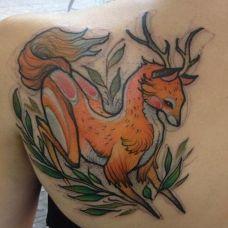 可爱麋鹿背部纹身