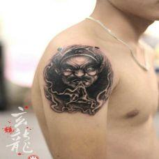 男子手臂超霸气钟馗纹身图案