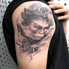 手臂个性的黑色孙悟空纹身图片