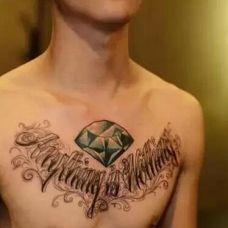 个性钻石胸部纹身