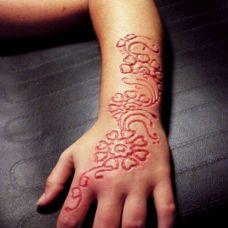 手腕花蕊艺术割肉纹身图案