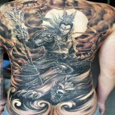 男人艺术二郎神满背纹身图案