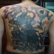 男性满背黑色夜叉刺青图案