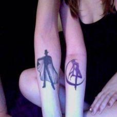 情侣手臂唯美小巧黑色纹身图案