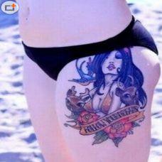 美女泳装臀部纹身