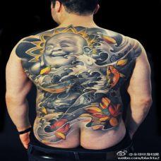 超个性背部笑脸佛彩色纹身图案