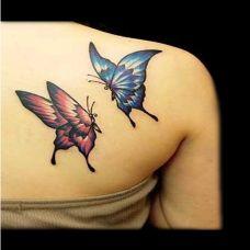 后背唯妙唯俏的蝴蝶纹身