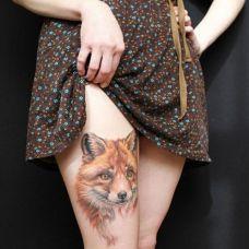 可爱狐狸腿部纹身