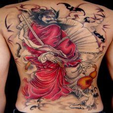 男士背部钟馗彩色纹身图案