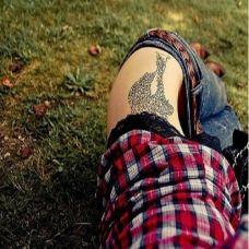 纹身女孩腰部唯美纹身