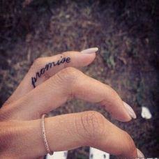 手指个性英文纹身