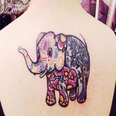 背部彩色大象潮流纹身图案
