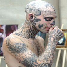 纹身男恐怖骷髅头部刺青图案