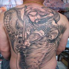 满背经典的关公耍大刀纹身图片