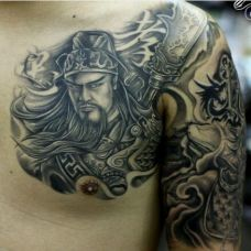 义气男生肩部半甲关公纹身图案