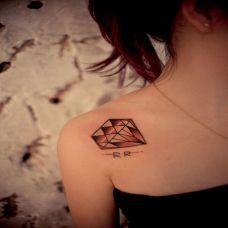 气质美女肩部纹身