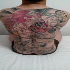 男人满背彩绘夜叉纹身图案欣赏