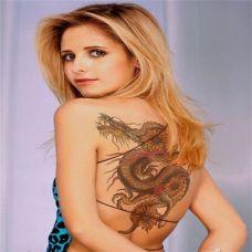 性感外国美女背部好看龙纹身图案