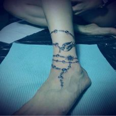 潮流女生脚链纹身与燕子纹身图案
