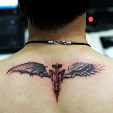 个性翅膀颈部纹身