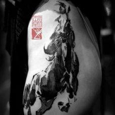 骏马奔腾臀部纹身