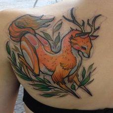 肩部唯美羚羊彩绘纹身图案
