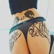 潮流女生个性臀部纹身图案