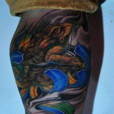 腿部经典彩绘金蟾纹身图案欣赏