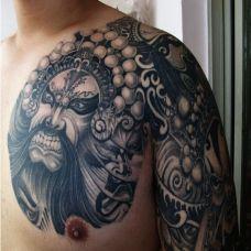 胸部经典的花旦纹身
