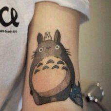 卡通龙猫手臂纹身