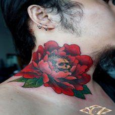 艺术花语颈部纹身