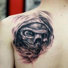 肩部酷黑艺术骷髅纹身