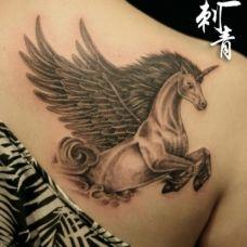 经典炫丽独角兽纹身图案