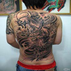男人满背黑色貔貅霸气纹身图案