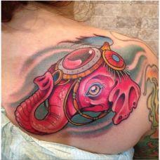 潮流女性肩部大象彩绘纹身图案