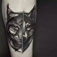 黑色动物纹身的手臂图案