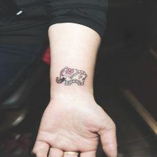 优美简约手臂纹身