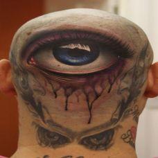 男生头部后面纹身 恐怖眼球图案欣赏