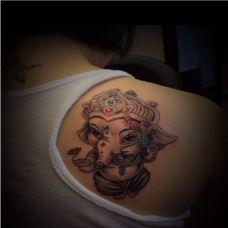 肩部个性大象潮流纹身图案