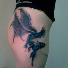 性感臀部个性带翅夜叉纹身图案